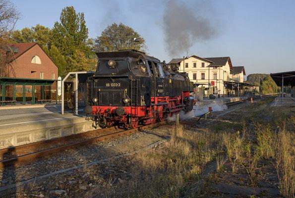 86 1333 im letzten Licht des Tages in Neustadt / Sachsen. 13.10.18