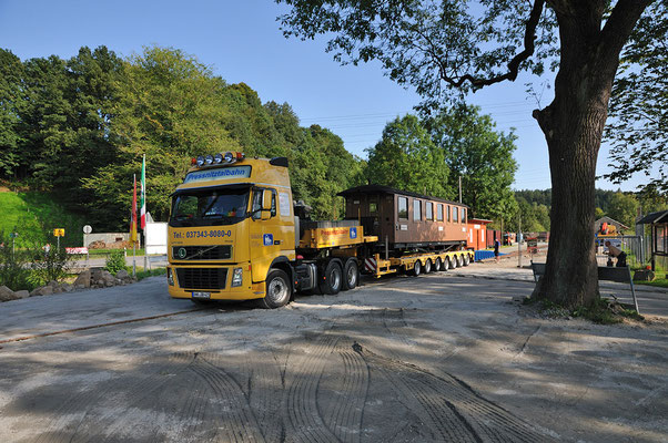 Gestern nachmittag wurde der Wagen vom Sachsenzug aus Zittau nach Lohsdorf gebracht. Heute folgt die IVK. Nur noch wenige Tage bis zum Fest... 24.08.2011