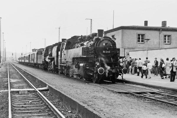 86 245 mit Sonderzug in Pirna.