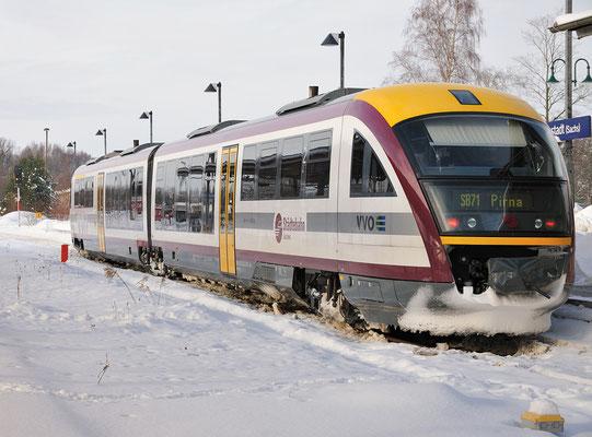 Städtebahn 32 587 hat hier in Neustadt um 12:08 Uhr Ausfahrt frei in Richtung Pirna, 04.01.2011