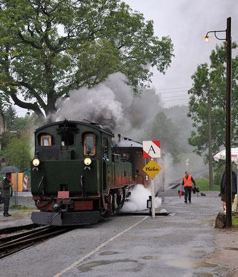Einfahrender Zug aus Richtung Hohnstein. 27.08.2011