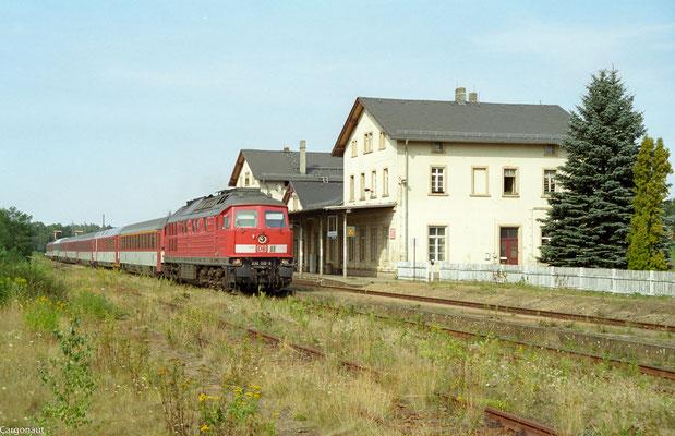 232 519 mit EC 175 in Richtung Pirna. 05.08.03  Foto: Archiv Kay Baldauf.
