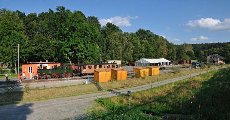 Ein Panoramablick über das Bahnhofs - und Festgelände. Noch wenige Vorbereitungen sind zu treffen und dann kann das lang ersehnte Fest steigen. 25.08.2011