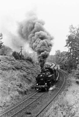 86 001 mit Sonderzug von Neustadt bei der Einfahrt in Sebnitz.