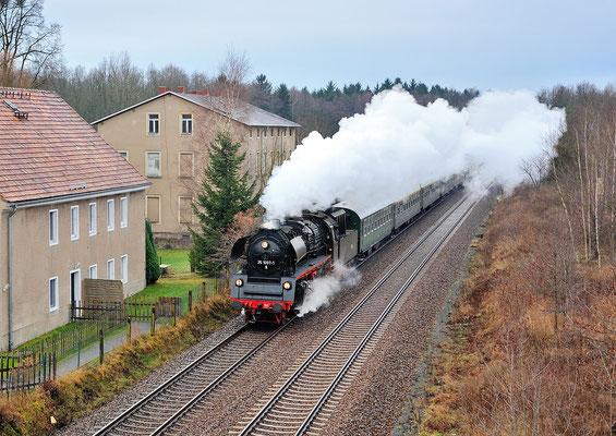 35 1097 mit Sonderzug Leipzig-Görlitz durcheilt mit V-max Arnsdorf, 15.12.13