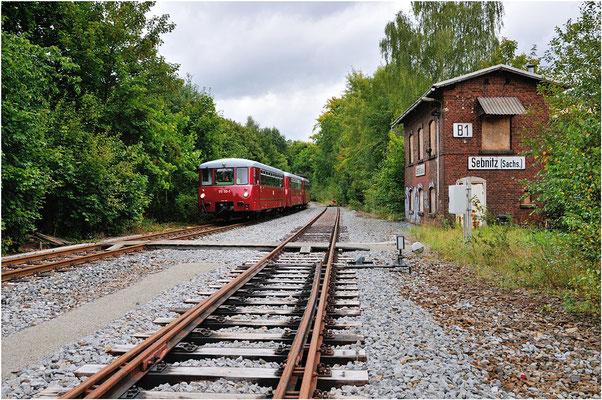 """Der Zug am Stellwerk 1, das rechte Gleis ist """" tot """" - von hier sollen ab dem Jahr 2014 endlich wieder die Züge nach Tschechien rollen!  15.09.12"""