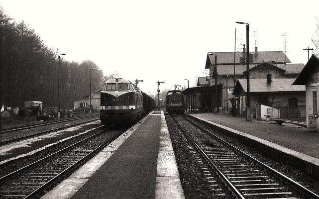 N 65277 mit 118 253 vom Bw Zittau. Durchfahrt Neukirch-West 1988. Foto: Lutz Morgenstern