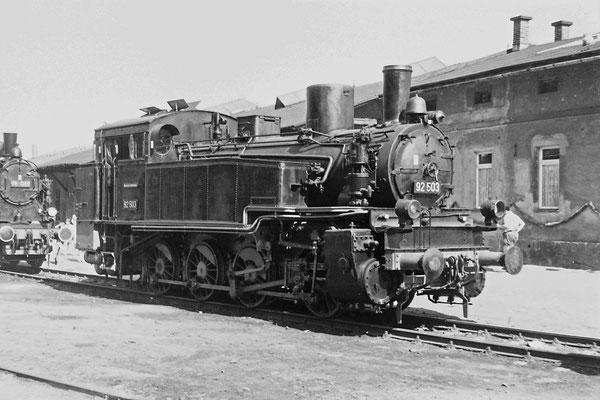 92 503 während einer Lokomotivausstellung im Bereich der Sebnitzer Güterabfertigung anlässlich des 100-jährigen Streckenjubiläums 1977.