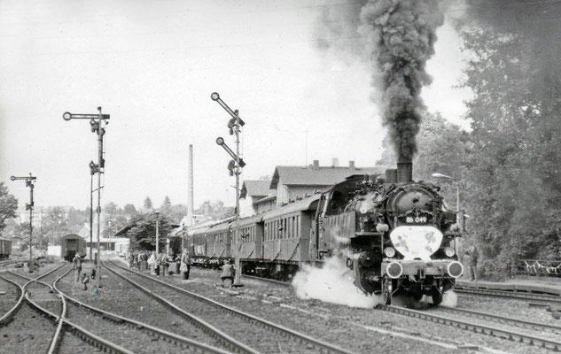 Ausfahrt von 86 049 in Richtung Neustadt (1984).