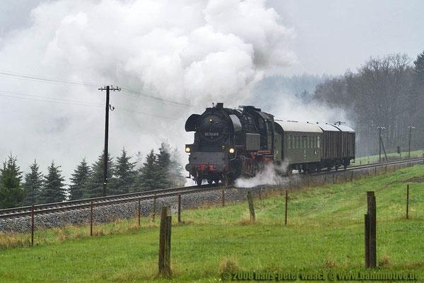 65 1049-4 hat in Neustadt umgesetzt und fährt nun Kessel voran nach Sebnitz, hier bei Krumhermsdorf, 19.04.2008, Foto: Hans Peter Waack