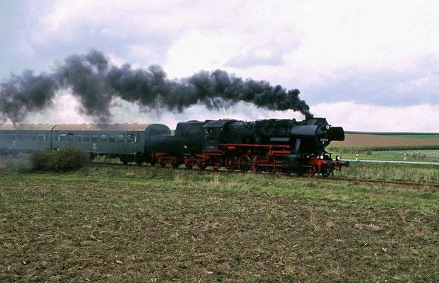 Sonderfahrt mit 52 8141-5 Löbau-Pirna-Neustadt-Bautzen und zurück über Bad Schandau, hier bei Langenwolmsdorf, Foto: Jürgen Vogel, 1996