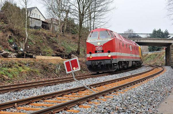 229 173, vorn das neue Gleis mit Gleissperre Richtung Dolni Poustévna. 11.12.2013
