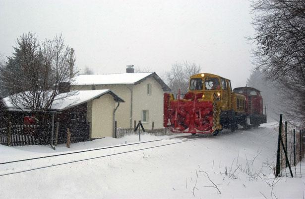 Im dichten Schneegestöber geht es auf die Strecke nach Pirna. Besonders auf den Feldern zwischen Stolpen und Dürrröhrsdorf kommt es oft zu Verwehungen, 28.01.2010