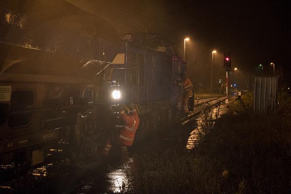 Der Regen peitscht direkt auf die Frontlinse, nicht gerade die besten Bedingungen für Nachtfotos... Neustadt, kurz vor der Ausfahrt Richtung Sebnitz. 15.11.2015