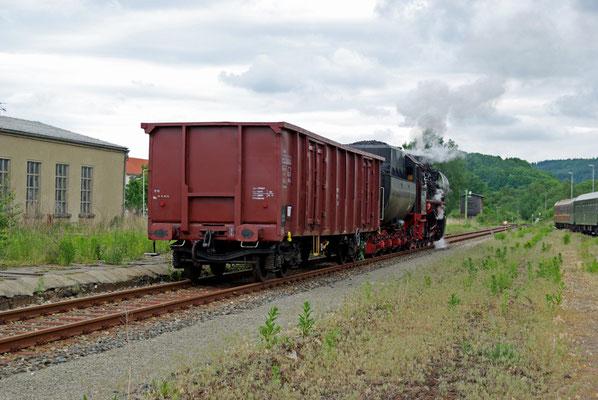 Ein seltener Anblick - Dampflok & Güterwagen in Neustadt ( Sonderfahrten zum Fest 675 Jahre Neustadt in Sachsen, Mai 2008 )