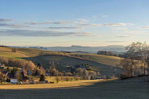 Weiter Blick bis in die Sächsische Schweiz und nach Tschechien bei Krumhermsdorf, Februar 2019.