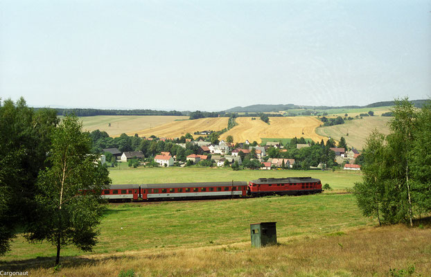 232 519 mit EC 174 bei Porschendorf. 05.08.03  Foto: Archiv Kay Baldauf.