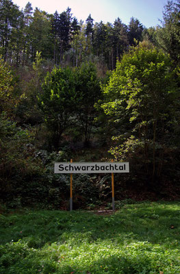 Nach einem weiteren knappen Kilometer ist der Haltepunkt Schwarzbachtal erreicht, 26.09.09