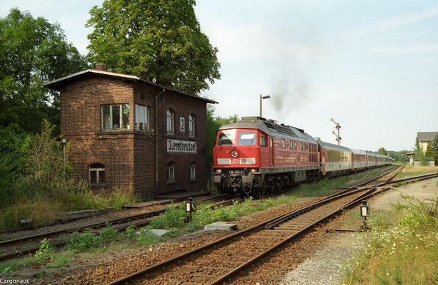 232 519 mit EC 175 in Richtung Pirna, Ausfahrt Dürrröhrsdorf. 05.08.03  Foto: Archiv Kay Baldauf.
