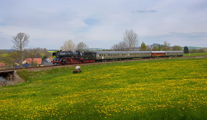 Bei Helmsdorf bot sich dieser Blick auf Zug und Burg Stolpen im Hintergrund. 01.05.16