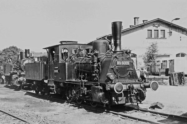 89 6009 während einer Lokomotivausstellung im Bereich der Sebnitzer Güterabfertigung anlässlich des 100-jährigen Streckenjubiläums 1977.