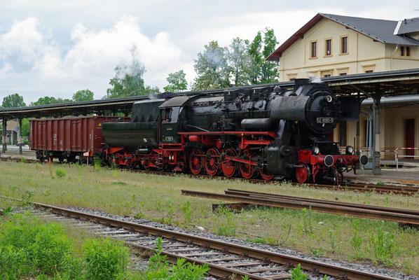 BR 52 8080-5 beim Rangieren mit dem Kohlewagen ( Sonderfahrten zum Fest 675 Jahre Neustadt in Sachsen, Mai 2008 )