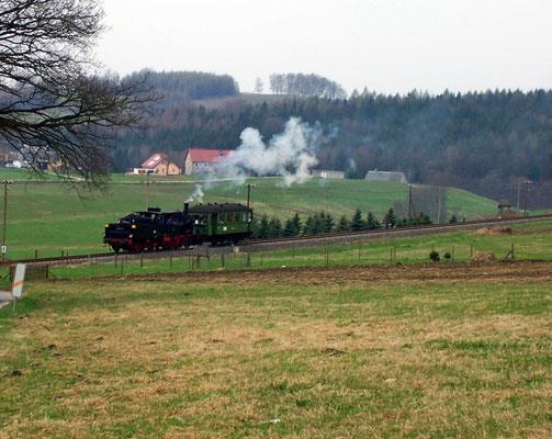 BR 89 6009 bei Krumhermsdorf mit dem Windbergwagen, 22.04.2006