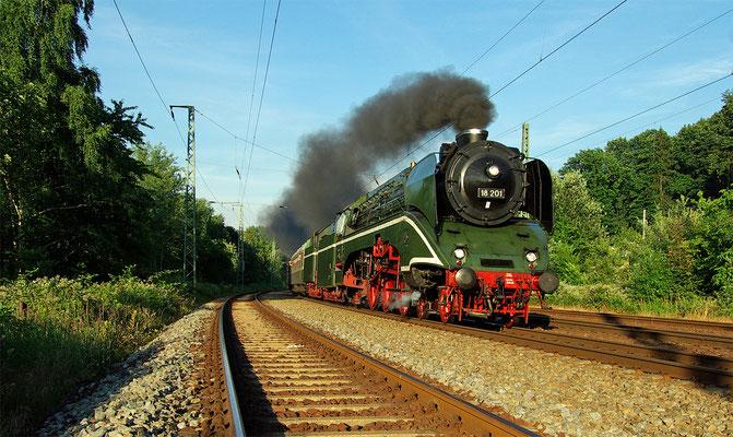 Die schnellste betriebsfähige Dampflok der Welt durcheilt Rathen im Elbtal. 22.06.2008.