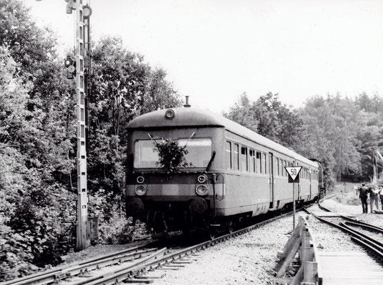 Eröffnungszug über das neue Sebnitzer Stadtviadukt mit 112 850-3 am 18.06.1989. Foto: Archiv Sven Kasperzek.