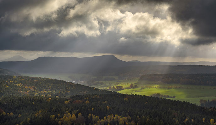 Herbst am Pfaffenstein. ISO 200, 62mm, f/6.3, 1/640sek.