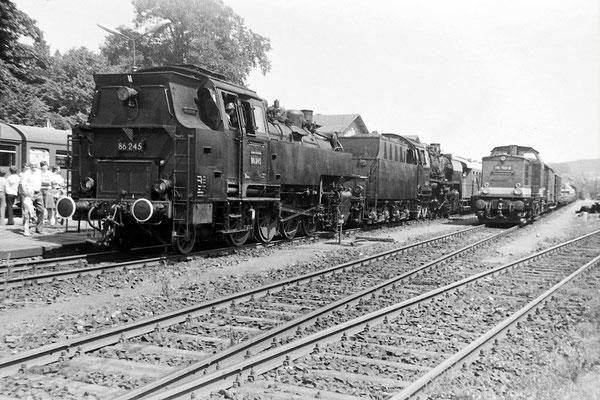 50 1849 & 86 245 mit Sonderzug in Neustadt / Sachsen.