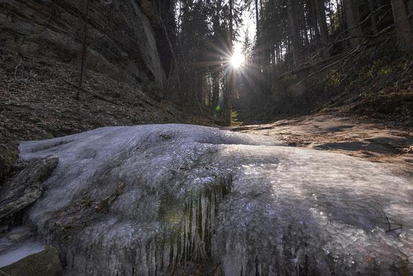 Eiszeit im Schindergraben bei Hohnstein. ISO 400, 15mm, f/8.0, 1/160sek.