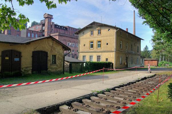 So sieht es zur Zeit in Goßdorf Kohlmühle aus, der Verein errichtet hier ein Stück Gleis neu, auf dem später mal ein Originalgetreuer Wagen und ein Historischer Prellbock stehen soll, 26.09.09