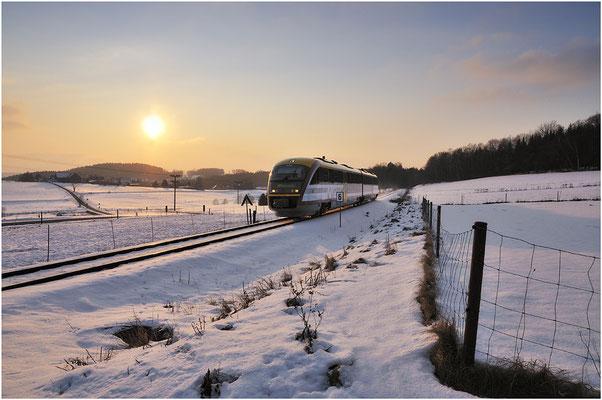 Man musste ja schon befürchten das es in diesem Winter keinen Schnee mehr gibt. Im Februar reichte es dann doch noch für ein Winterbild aus dem verschneiten Krumhermsdorf mit Städtebahn nach Bad Schandau. ISO 100, BW 16mm, F/7.1, 1/800 sek. 05.02.12