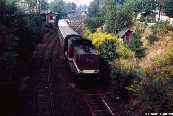 Es fährt aus: 112 369-4 mit Personenzug nach Bautzen. Mai 1990, Foto: Archiv Roland Martini - danke für die Zusendung der Aufnahmen!
