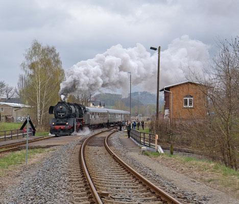 Nach erneutem Fahrtrichtungswechsel ging es von Neustadt zurück ins Elbtal nach Pirna, beobachtet von vielen Schaulustigen. 08.04.2017