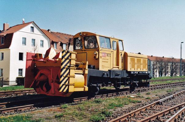 Die über viele Jahre in Neustadt stationierte Schneefräse in der Farbgebung wie sie bis 2013 hier anzutreffen war.