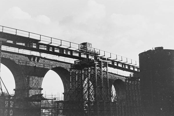 Ein SKL auf der Behelfsbrücke.