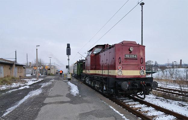 Auch der Nikolaus war mit an Bord und der Zug sehr gut ausgelastet. Ich selbst hatte das Vergnügen die komplette Fahrt auf der 112-331 zu genießen. Ein Dank hierfür nochmals an Alfred Simm und Ralph Gruner von den OSEF für diese Aktion! 28.11.10