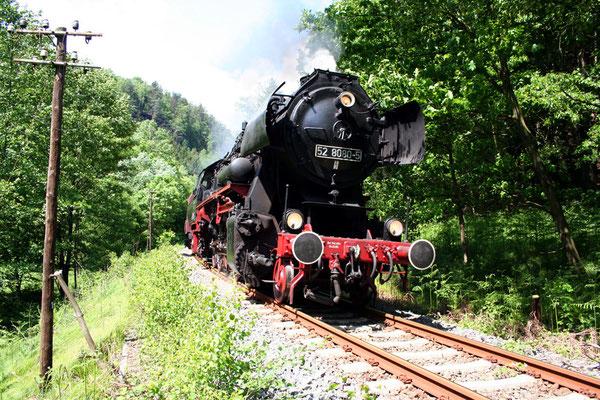 52 8080-5 befindet sich hier in der Steigung zwischen Porschdorf & Goßdorf-Kohlmühle, Mai 2008, Foto: Jörg Feudel