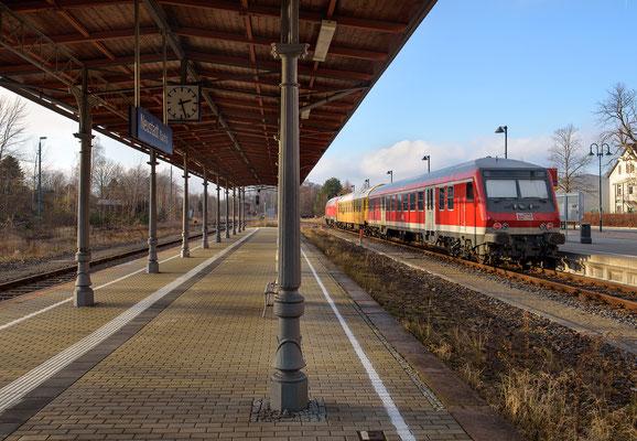 Messzug der MEG mit Steuerwagen in Neustadt (Sachs.) am 20.12.16