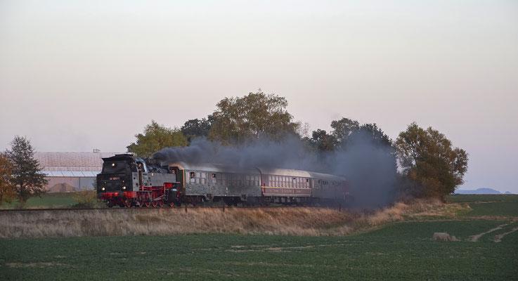 Robert Schleusener verewigte den Zug ein weiteres Mal bei Langenwolmsdorf, 13.10.18