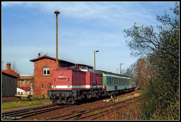 202 791 erreicht mit ihrer RegionalBahn den Bf.Neustadt/Sa, 24. April 2001. Foto: Archiv Michael Sperl