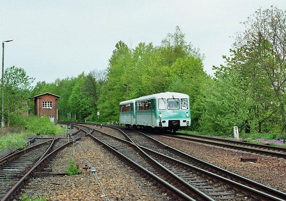 Die Löbauer Ferkeltaxe rollt in Neukirch / Lausitz (West) ein. 14.05.2005, Foto: Thomas Weber