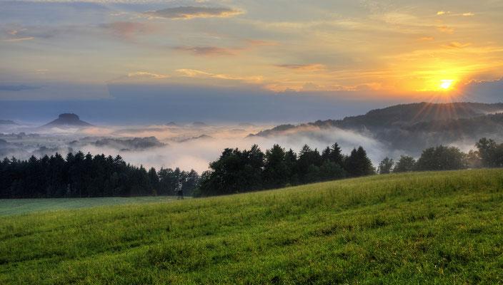 Nach einem Sommergewitter. Blick vom Adamsberg bei Altendorf in die Sächsische Schweiz. ISO 100, 22mm, f/14.0, 1/60sek.