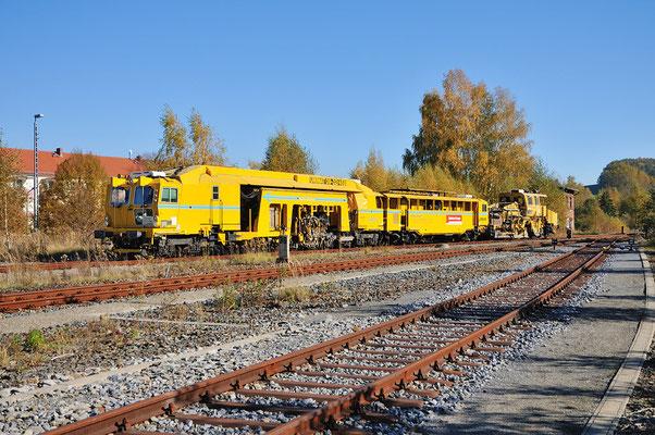 Mitte Oktober gab es auf den Strecken Neustadt - Pirna und Neustadt - Bad Schandau recht umfangreiche Gleisbauarbeiten. In Neustadt / Sachsen konnte der Stopfexpress beim Rangieren abgelichtet werden. 20.10.2012