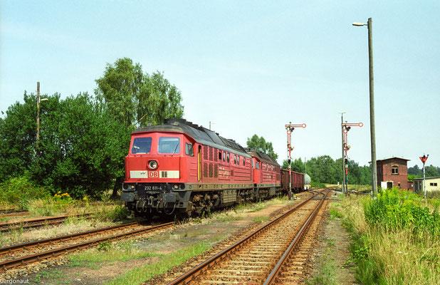 232 611 & 232 688 Einfahrt mit Gz in Dürrröhrsdorf aus Richtung Arnsdorf. 05.08.03  Foto: Archiv Kay Baldauf.