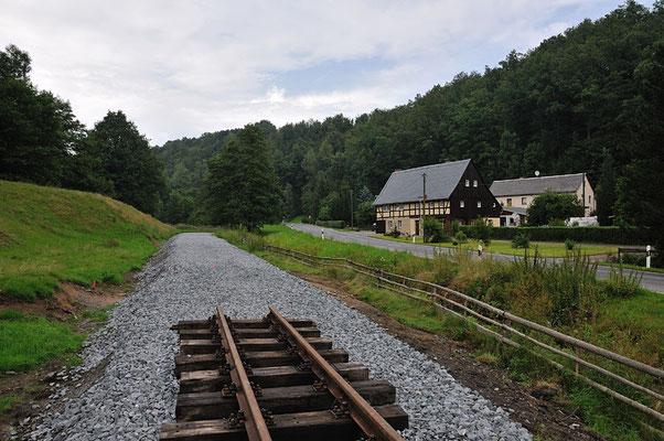 Noch wenige Meter bis zum ersten Etappenziel, hier mit dem typisch sächsischen Umgebindehaus gibt es wohl dann das schönste Motiv. 05.08.11