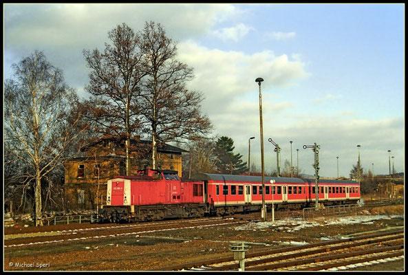 202 885 fährt am 20. März 2001 mit ihrer RegionalBahn nach Bad Schandau aus Wilthen aus. Foto: Archiv Michael Sperl