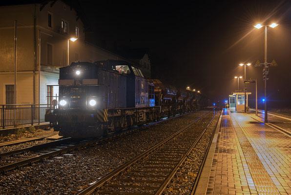 ... nach einer ca. halbstündigen Pause verschwand der Zug in der Nacht Richtung Ulbersdorf. 15.11.2015